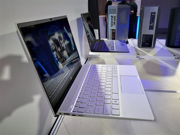 Intel笔记本屏幕功耗仅1W:28小时续航